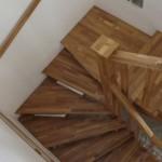 Scara interioara lemn pe vanguri lemn stejar