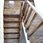 Scara din lemn esenta nuc pe suport din beton